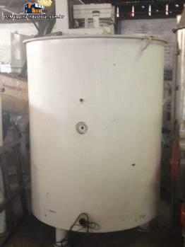 Tanque con una capacidad de 2400 litros