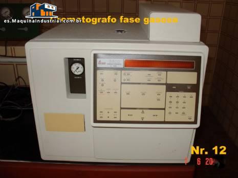 Cromatógrafo de gases con columnas e integrador
